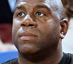 Magic Johnson : « Jim Buss ne consulte personne »