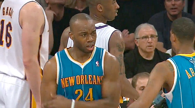 Carl Landry en discussion avec Golden State