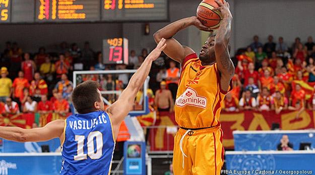 Bo McCalebb qualifie la Macédoine
