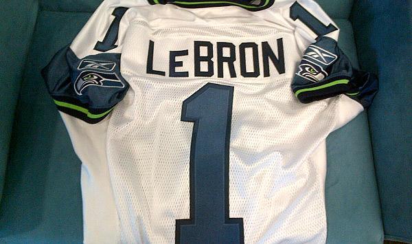 Lebron courtisé par l'équipe de foot des Seahawks