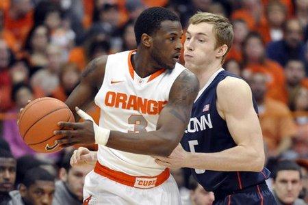 UConn en proie aux difficultés s'effondre face à Syracuse (#2)