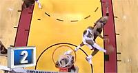 Top 10 : LeBron réussit le panier de la nuit dos au cercle