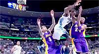 Enorme faute flagrante de Kobe Bryant sur Kenneth Faried