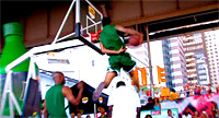 Guy Dupuy met le feu au Sprite Slam Dunk Showdown