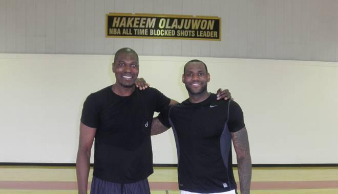 Quand Hakeem Olajuwon jouait les profs pour LeBron, Kobe and co
