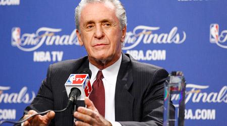 Pat Riley 5e coach à recevoir le trophée