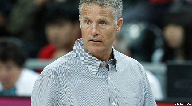 Brett Brown fait figure de favori pour la succession de Doug Collins.