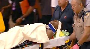 Frayeur : Nolan Smith sort sur une civière lors du match Houston-Portland