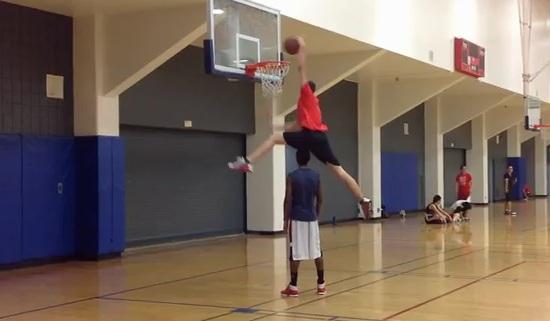 Vidéo : White men can jump