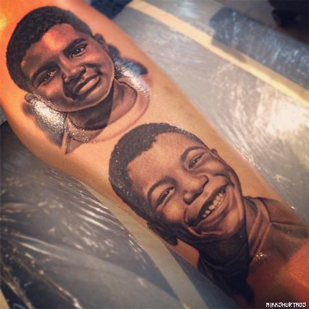 Quand Carlos Boozer se fait tatouer ses fils sur les mollets