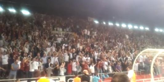 Les fans du Besiktas vraiment à fond derrière leur club !