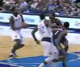 Eddy Curry part en contre-attaque !