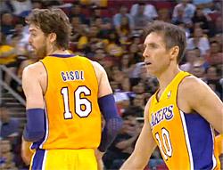 Steve Nash et Pau Gasol des Los Angeles Lakers
