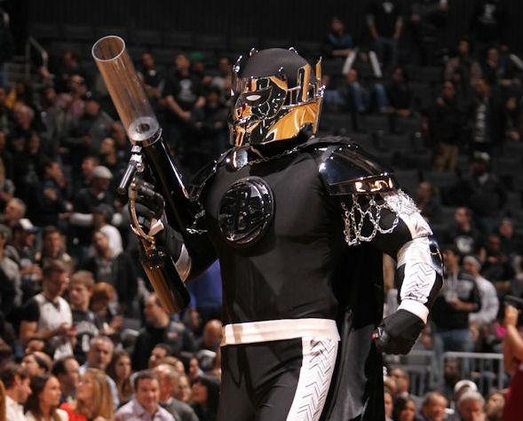 La mascotte des Nets est un... super-héros