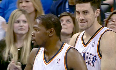 Photo : Nick Collison est flippant