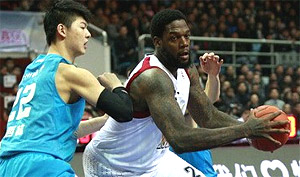 Chine : Eddy Curry cartonne pour son premier match (29 pts & 17 rbds)