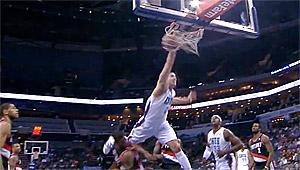B.J. Mullens met un énorme poster à la Blake Griffin !