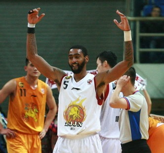 Quincy Douby claque 75 points en Chine !