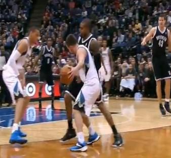 La NBA avertit C.J. Watson pour flopping