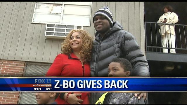 Zach Randolph et Brendan Haywood payent les factures de familles dans le besoin