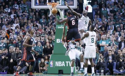 NBA Top 10 : LeBron James, Faried et Barton ÉCRASENT le cercle