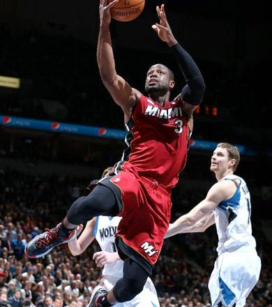 Wade fait le show (32, 7 et 10) contre Minnesota, 15e victoire de suite pour Miami