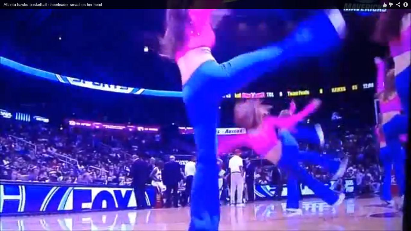 Vidéo : une cheerleader s'étale violemment sur le parquet des Hawks