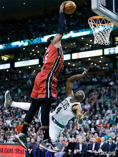 NBA Top 10 : LeBron James humilie Terry, McGee et Biyombo postérisent Noah et Okafor