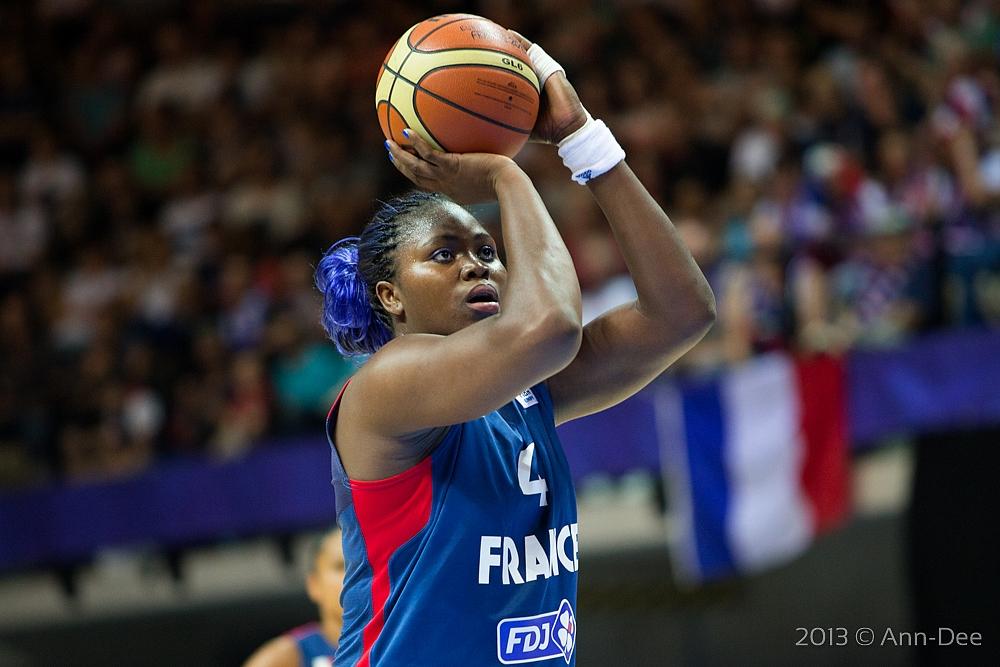 """ITW Isabelle Yacoubou : """"C'est frustrant de passer la première mi-temps sur le banc"""""""