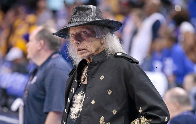 Choc : Jimmy Goldstein est en fait un Lakers hater...