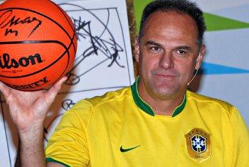 Vidéo : Oscar Schmidt, le basket