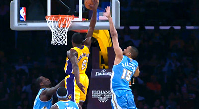 Darius Johnson-Odom postérise la raquette des Nuggets