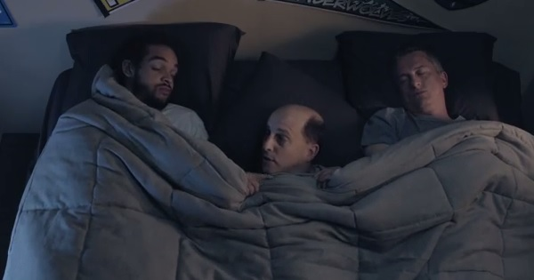 Vidéo : Joakim Noah au lit avec Bill Simmons et Jeff Van Gundy