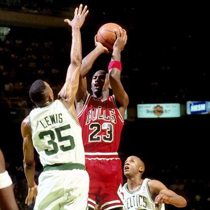 Vintage : Michael Jordan contré 4 fois par Reggie Lewis