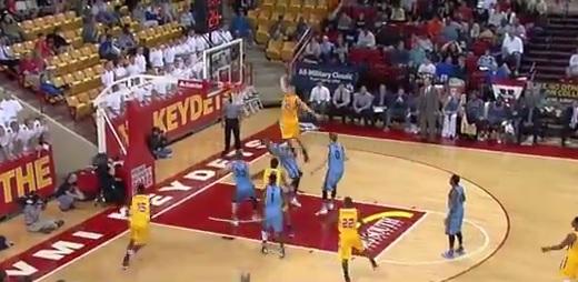 Vidéo : le dunk monstrueux de Jordan Weethee (NCAA)