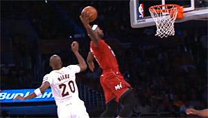 Vidéos : les 2 énormes alley oops de Wade pour LeBron James