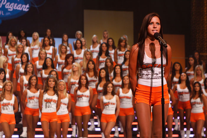 hooters (1)