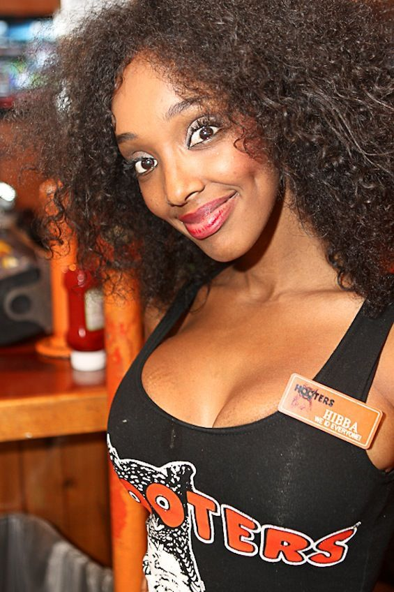 hooters 4