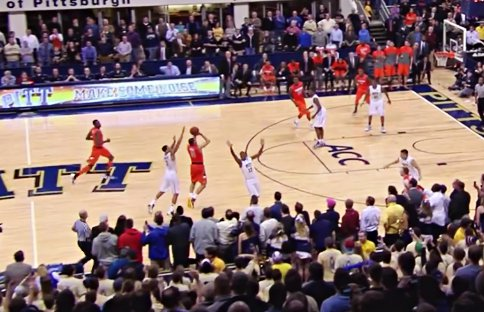 Vidéo : Tyler Ennis rentre un tir incroyable au buzzer !