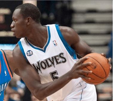 Titulaire, Gorgui Dieng brille les Wolves
