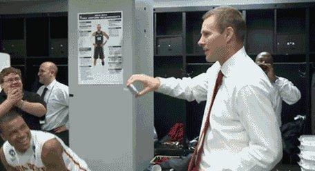 Gênant : Fred Hoiberg tape des pas de danse devant ses joueurs