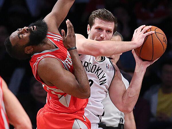 Mirza Teletovic s'engage avec les Phoenix Suns
