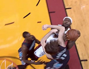 LeBron-James-Josh-McRoberts