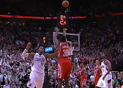 Les Rockets resignent leur héros des playoffs