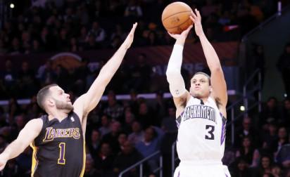 Ray McCallum achève les Lakers en fin de match !