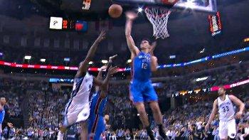 Top 5 : Mike Scott claque le dunk des playoffs, Adams joue au volley