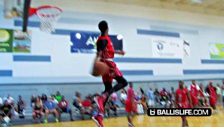 Fou ! Ce lycéen claque un dunk digne de NBA 2k