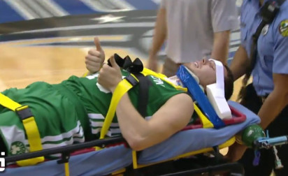 Vidéo : La blessure de Dairis Bertans pendant la Summer League