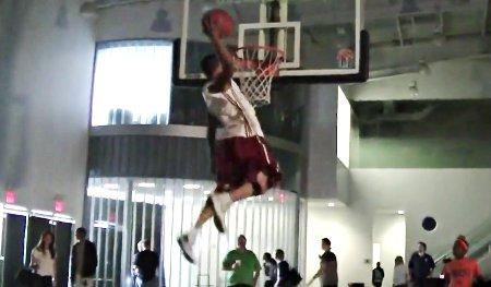 Phénomène : Brandon Matano, 1,78 m et un jump de folie !