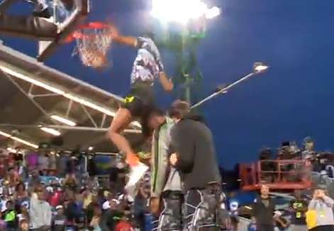 Vidéo : Derrick Jones s'impose à l'Elite 24 Dunk Contest